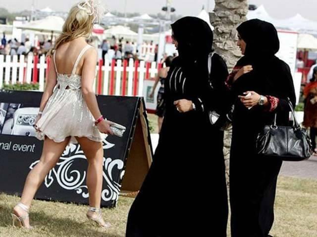 Du lịch Dubai - Không mặc trang phục hở hang
