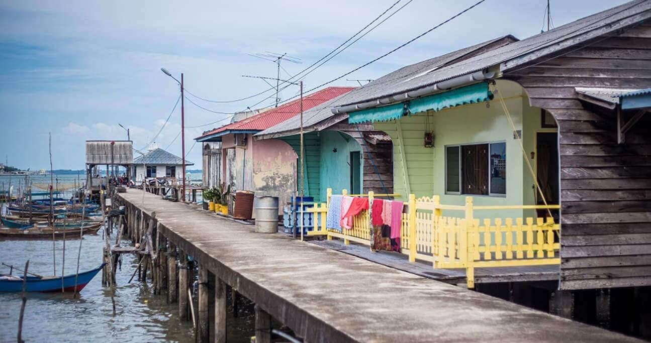 du lịch indonesia - Ngôi làng truyền thống tại Tanjung Pinang