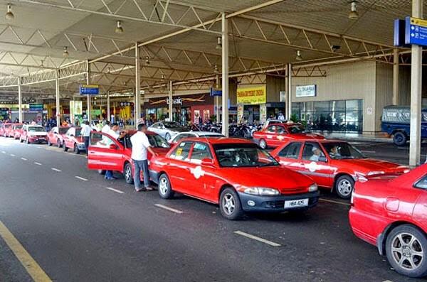Taxi là phương tiện công công phổ biến dành cho khách du lịch Malaysia