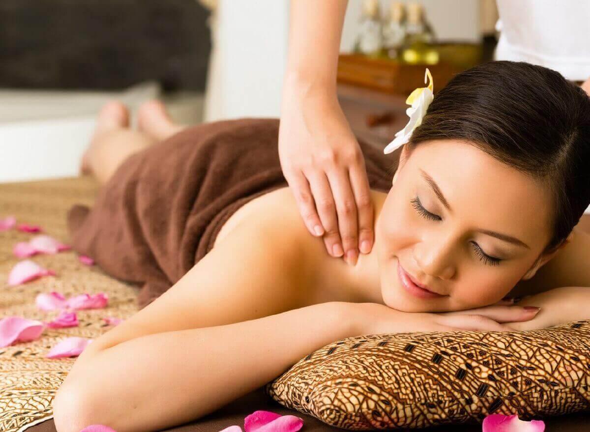 Du lịch Thái Lan thư giãn với massage cổ truyền Thái Lan