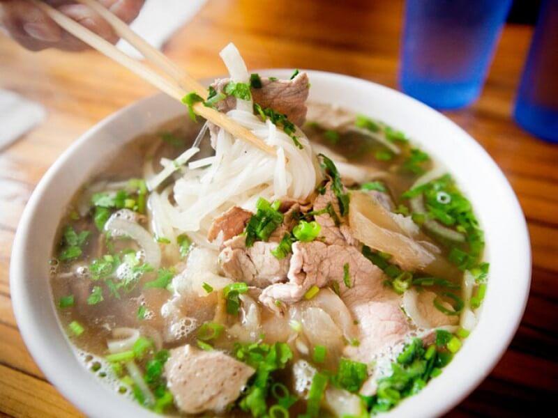 Phở là món ăn khiến khách du lịch Châu Á và thế giới ca ngợi