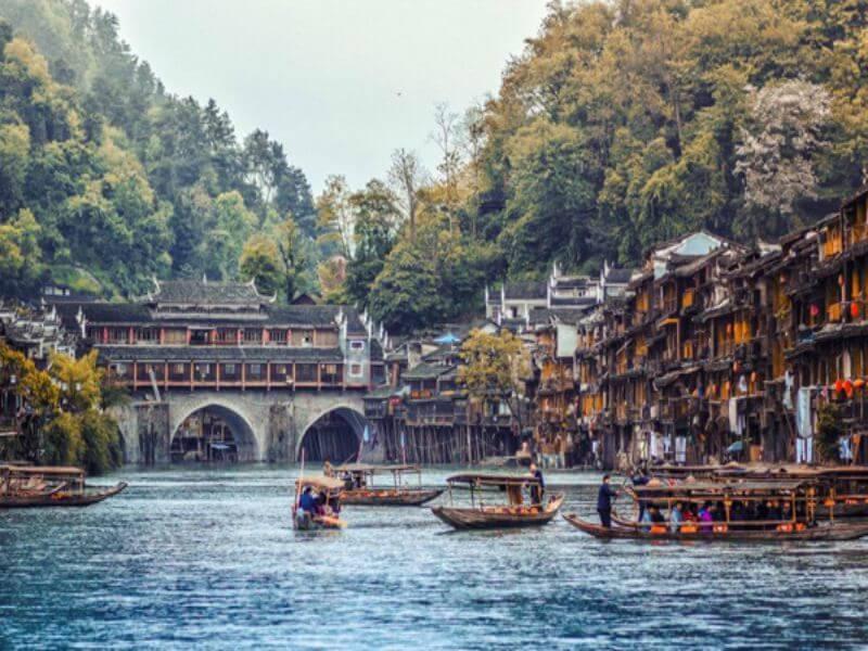 Phương Hoàng Cổ Trấn - điểm du lịch nổi tiềng châu á - mang vẻ đẹp hoang sơ cổ kín