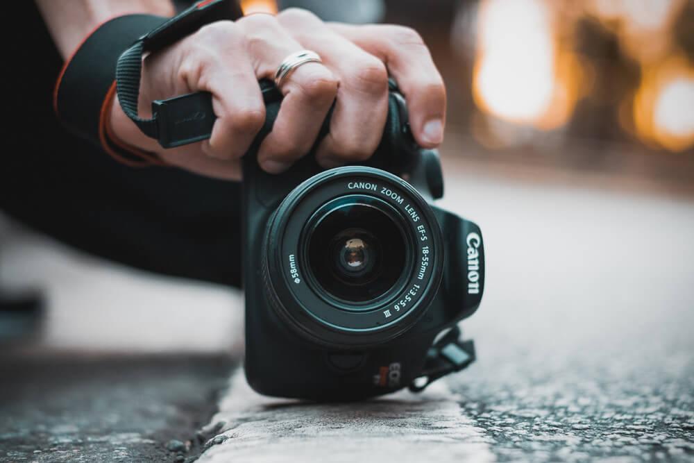 Chuẩn bị máy ảnh khi du lịch châu Á