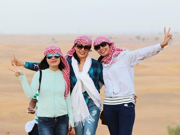 Du lịch Dubai - Trang phục ở Sa mạc Safari