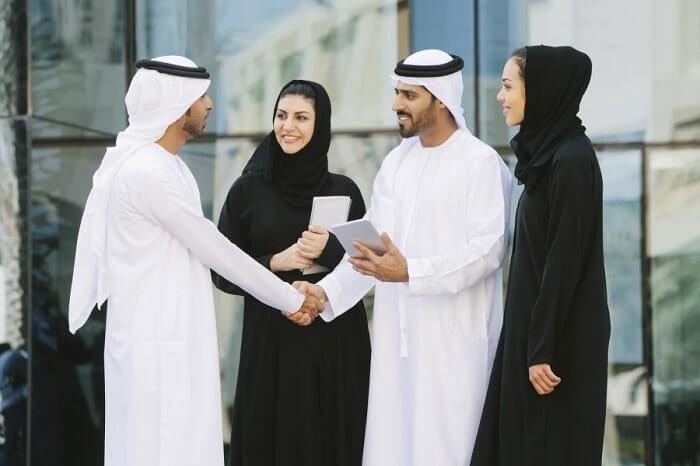 Du lịch Dubai thì không nhất thiết mặc trang phục Dubai