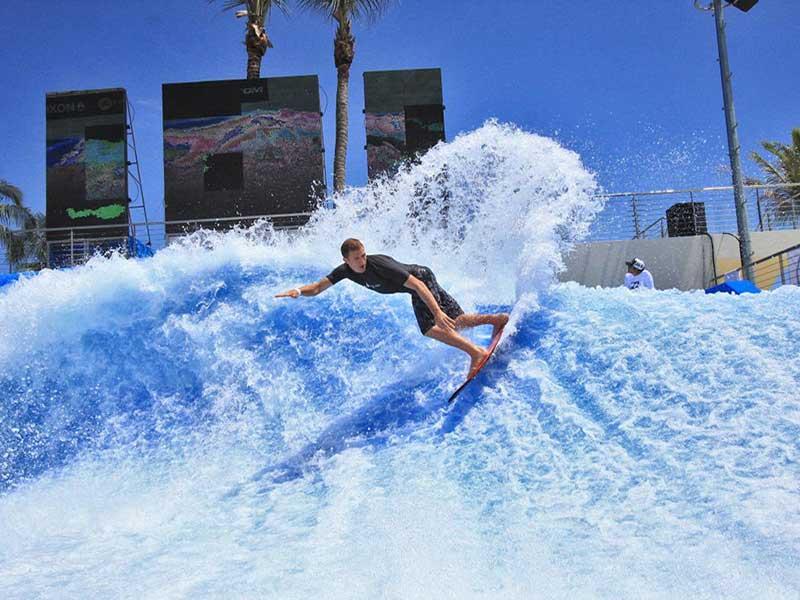 Lướt ván là môn thể thao phổ biến ở Dubai