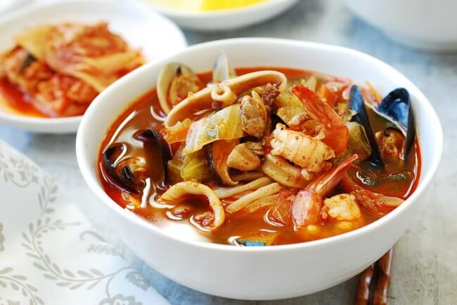 Du lịch Hàn Quốc thưởng thức mì hải sản cay