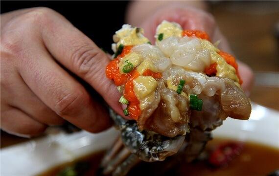 Không phải khách du lịch Hàn Quốc nào cũng nếm được món cua sống có mùi tanh tanh này