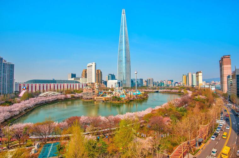 Khách du lịch Hàn Quốc khám phá thủ đô Seoul bằng K-Travel Bus