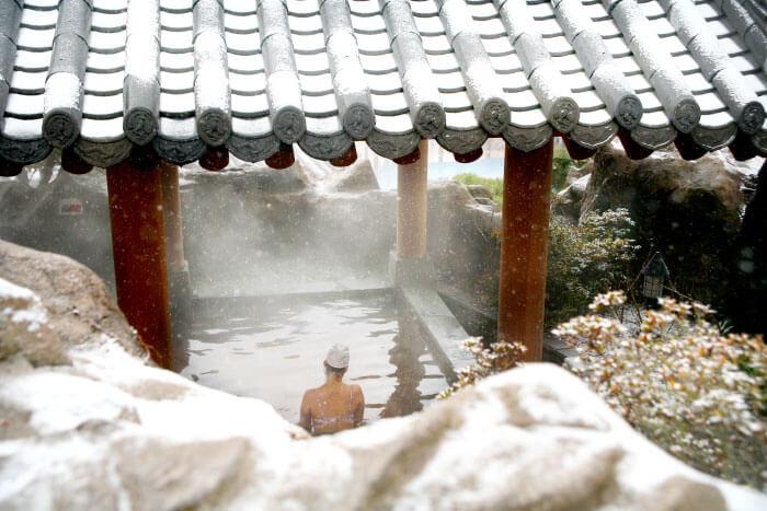 Du lịch Hàn Quốc mùa Đông - tắm suối nóng Asan