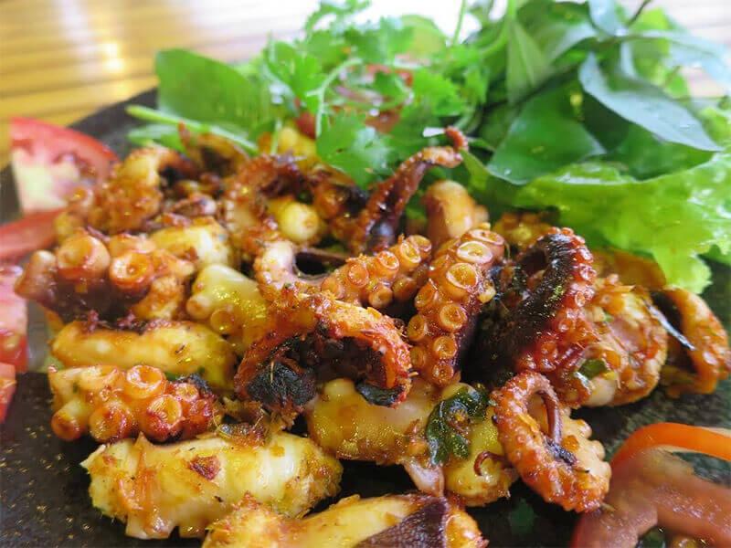 Du lịch Hồng Kông phải thưởng thức ngay món bạch tuộc nướng