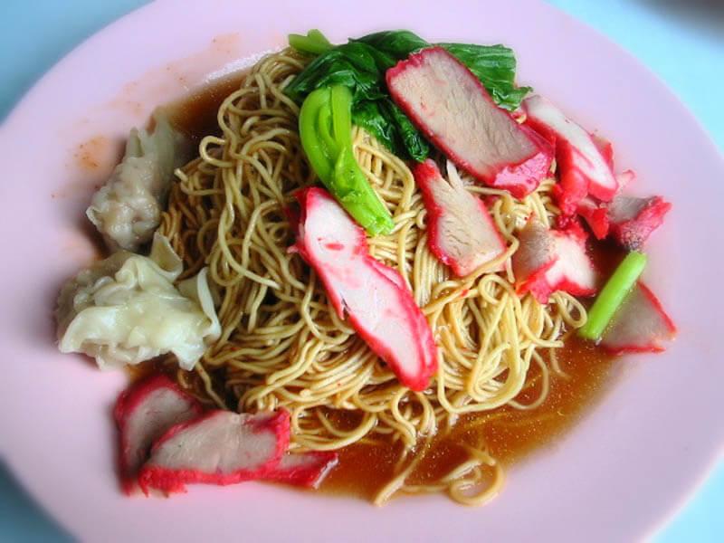 Cơm và Mì là món ăn chính của người Hồng Kông