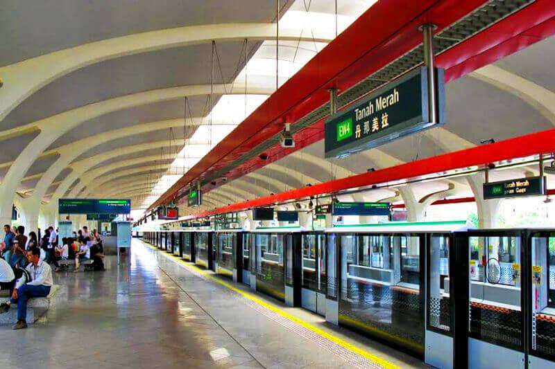 Khách du lịch Hồng Kông có thể đến The Center từ trạm MTR Sheung Wan