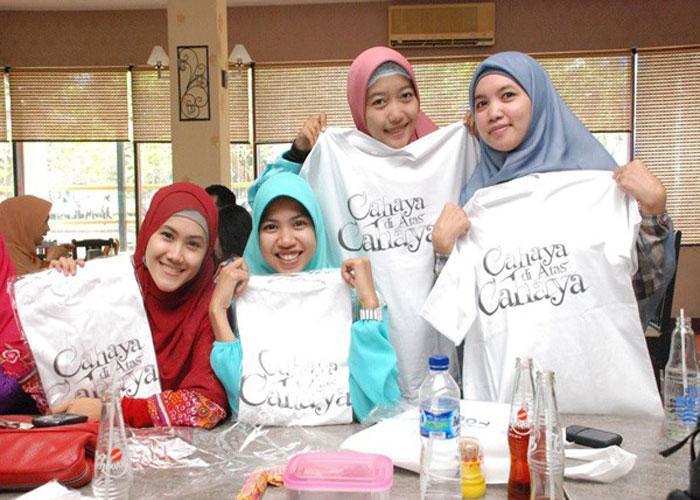 Áo thun Dagadu là món quà nên mua khi du lịch Indonesia