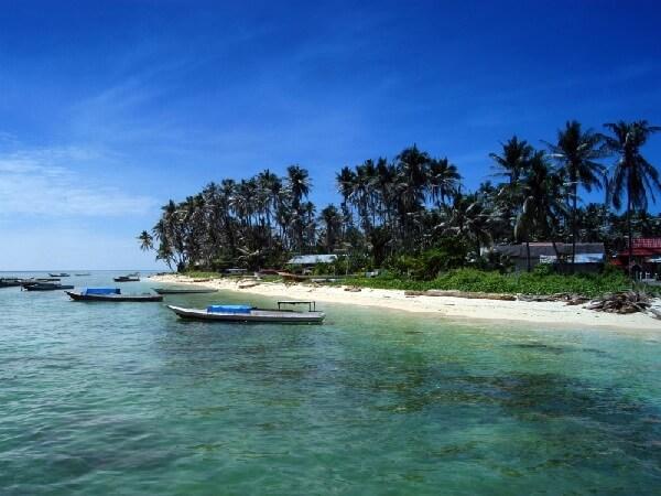 Bãi biển Derawan mang vẻ đẹp hoang sơ khiến khách du lịch indonesia thích thú