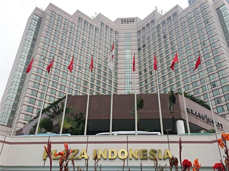 Có thể kể đến một vài trung tâm mua sắm lớn khi đi du lich Indonesia như: Plaza Indonesia hay Sarinah