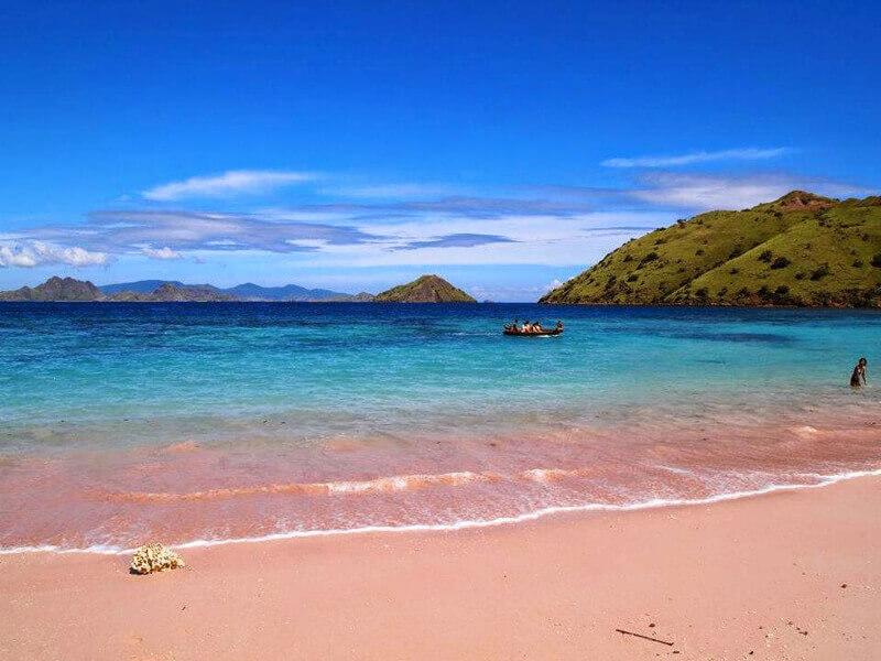 Pink Beach - điểm du lịch Indonesia đáng khám phá