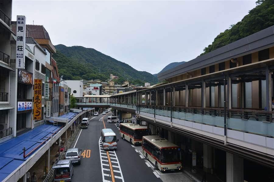 Từ ga Hakone Yumoto bạn có thể đến đồng cỏ lau Sengokuhara - Điểm du lịch Nhật Bản nổi tiếng
