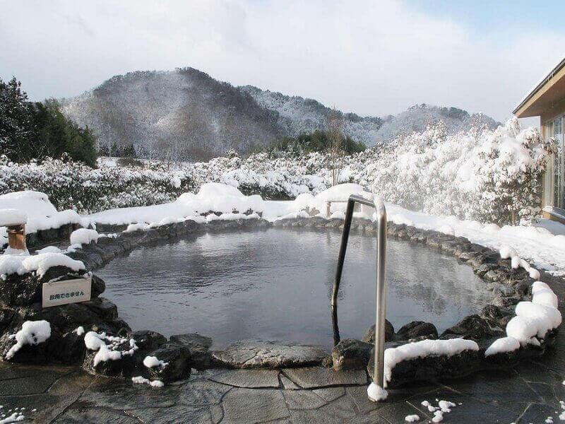 Suối nước nóngOnsen rất được khách du lịch Nhật Bản
