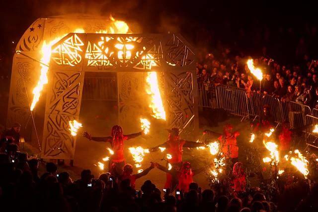 Du lịch Nhật Bản mùa Thu tham gia lễ hội lửa truyền thống