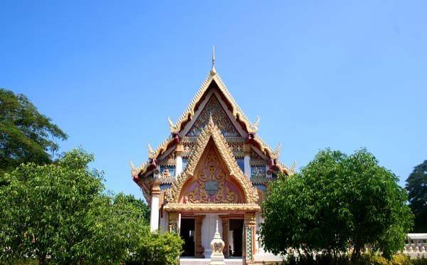 Ngôi đền thu hút khách du lịch Thái Lan ghé thăm với khung cảnh hữu tình