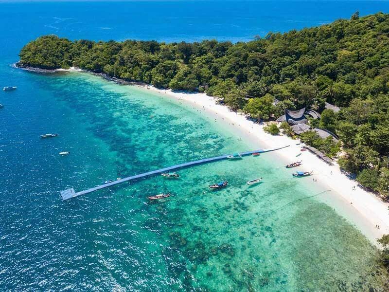 Bãi biển xinh đẹp ngay tại trung tâm Pattaya Thái Lan
