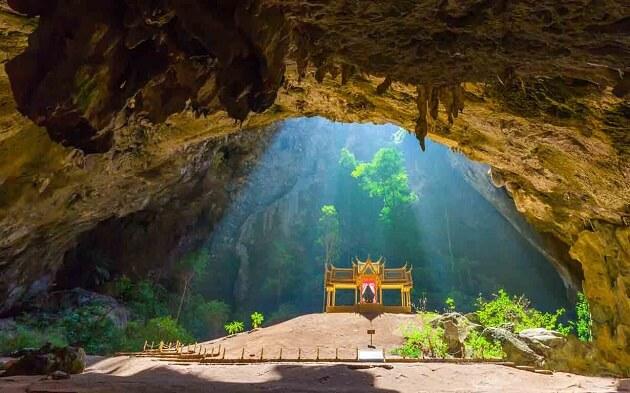 Du khách Thái Lan ngạc nhiên trước khung cảnh hùng vĩ của Phraya Nakhon