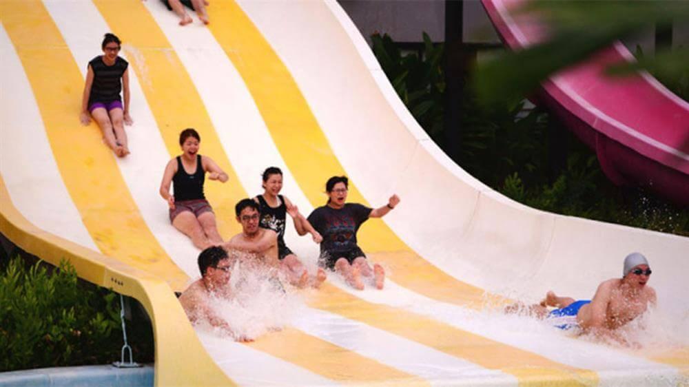 Những làn trượt nước đầy thú vị khiến khách du lịch Thái Lan thích thú