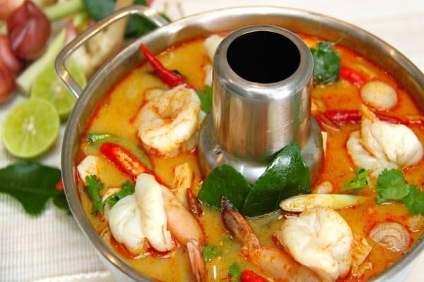 Du lịch Thái Lan thưởng thức lẩu tom Yum