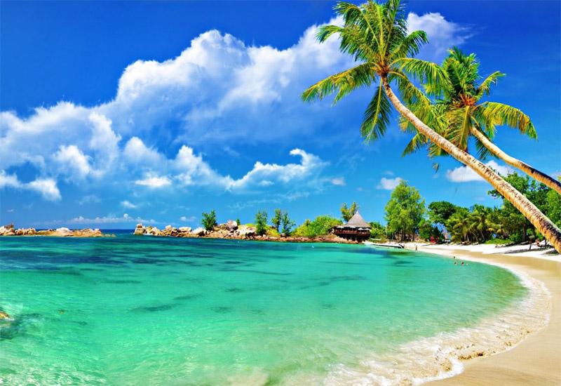 Cù Lao Chàm không chỉ có cảnh đẹp hút hồn mà còn có biển xanh cát trắng bình yên
