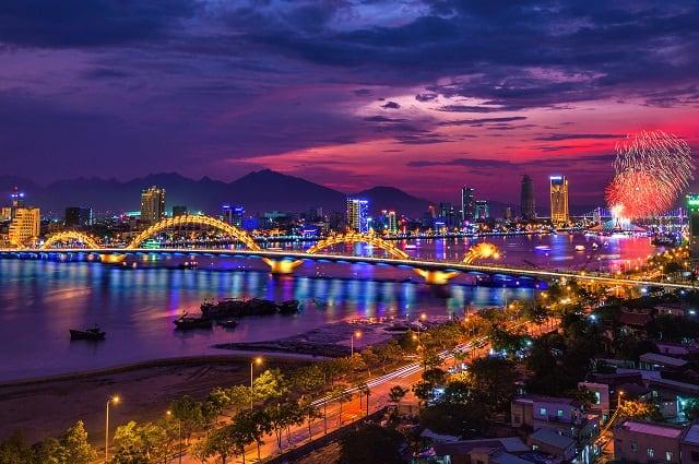 Vẻ đẹp cây cầu rồng về đêm huyền ảo dịp tết dương lịch