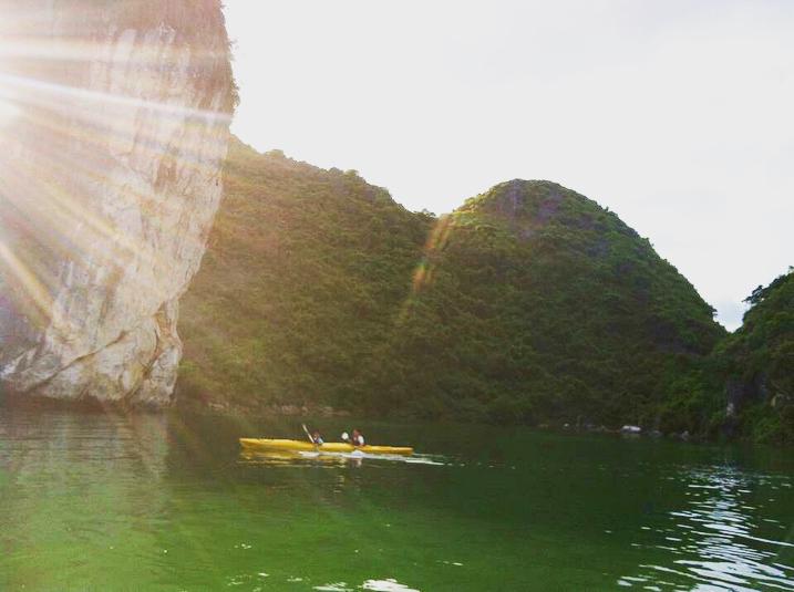 Tour Hạ Long - Khám phá không gian thiên nhiên bằng thuyền kayak