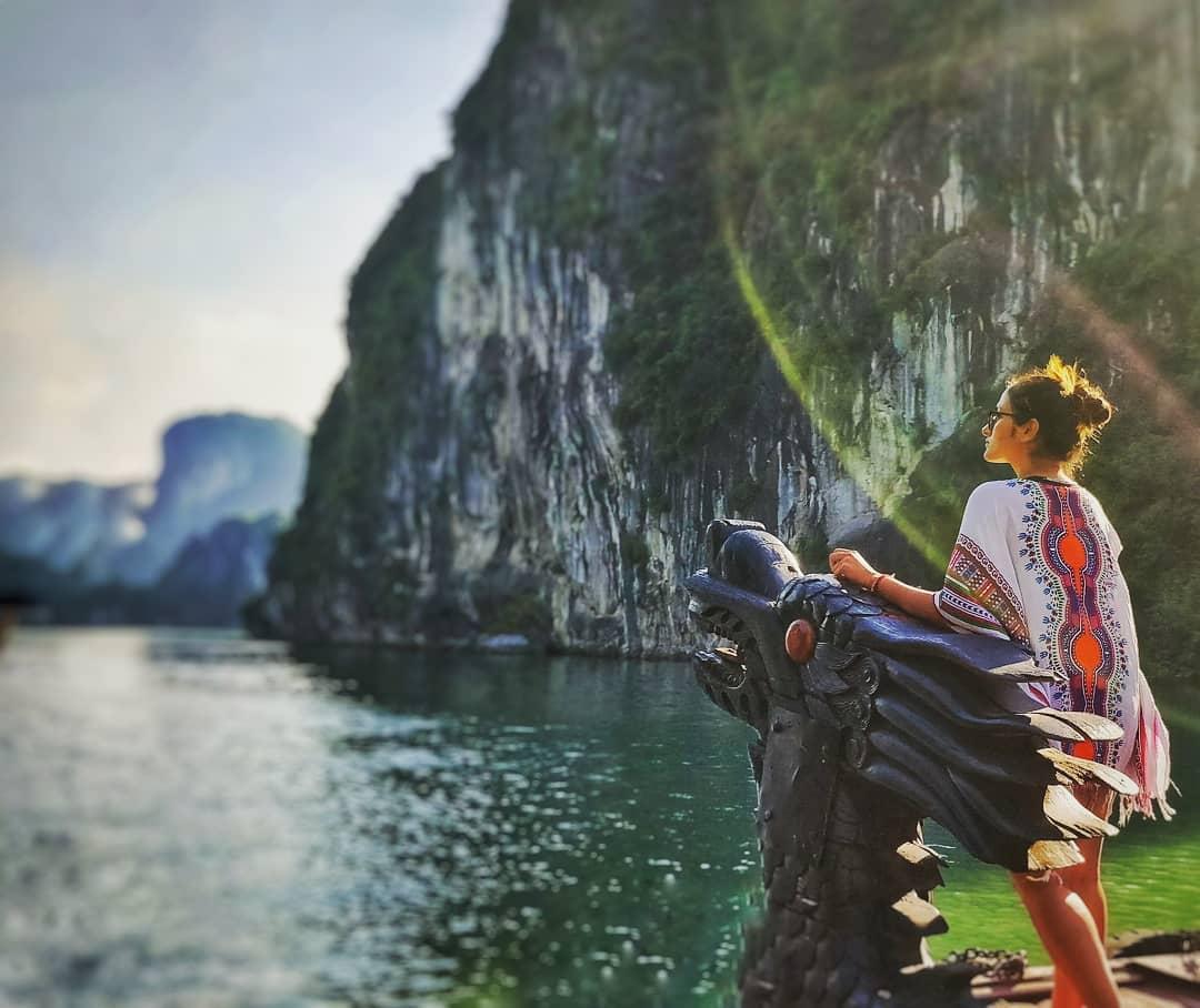 Tour Ha Long - Cung đường biển đẹp lung linh khám phá Hang Đầu Gỗ