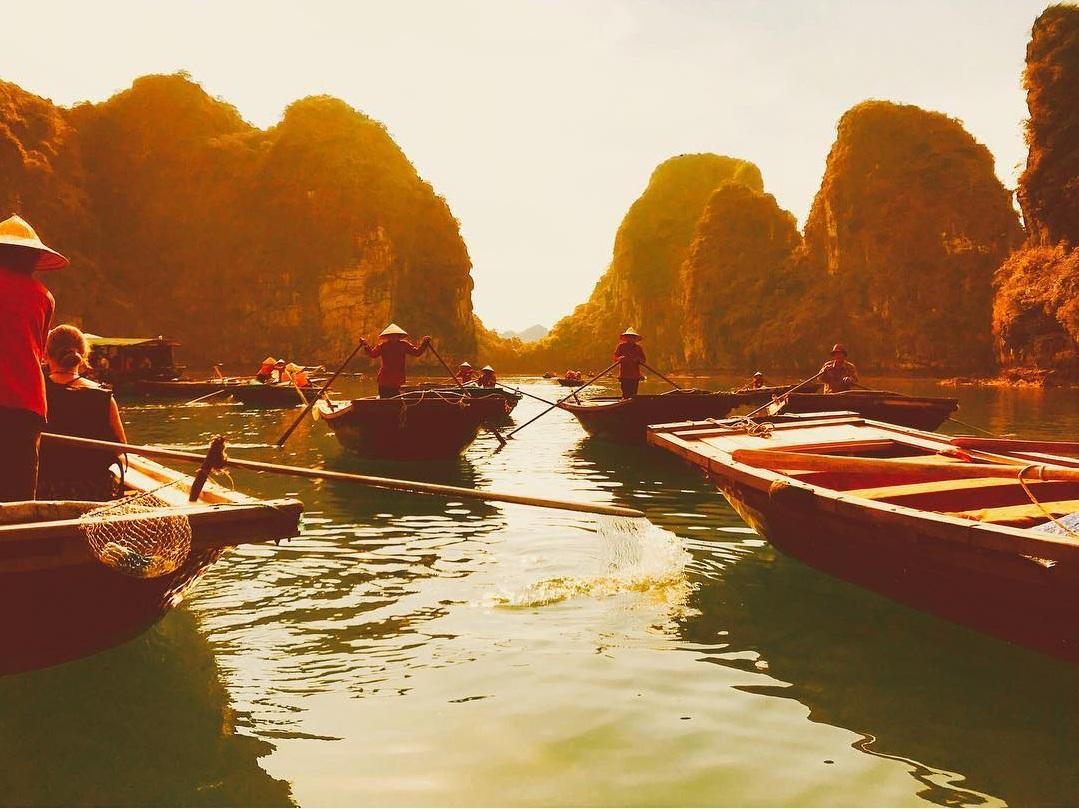 Tour Hạ Long - Làng chài Cửa Vạn đẹp mênh mang qua ống kính máy ảnh