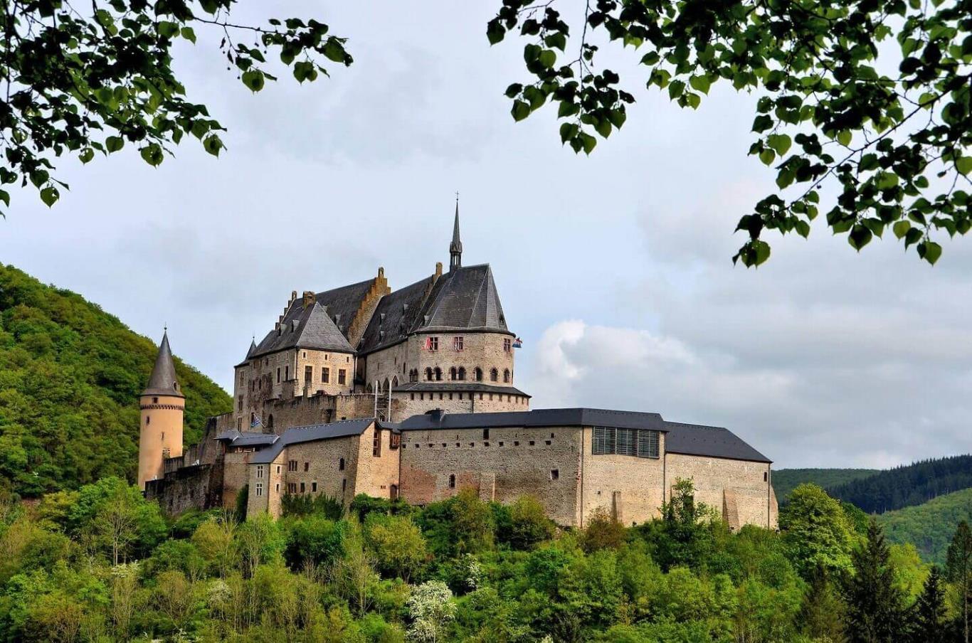 Du lịch Luxemburg -Lâu đài Viaden