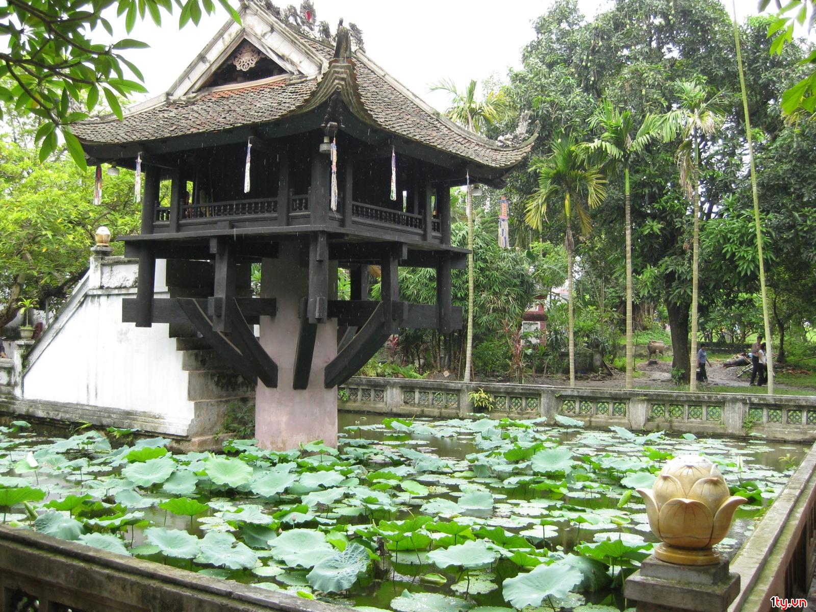 Du lịch trong nước ở Hà Nội - Tham quan Chùa Một Cột