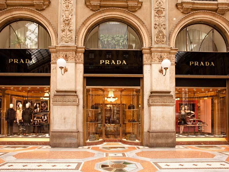 Du lịch Ý mua quần áo về làm quà cho người thân