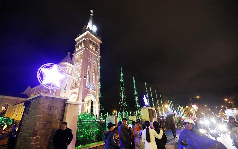 Tham gia lễ hội giáng sinh tưng bừng trên vùng đất Đà Lạt mộng mơ