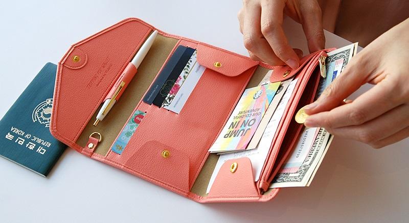 Nhớ mang theo giấy tờ tùy thân và tiền khi đi du lịch Hạ Long