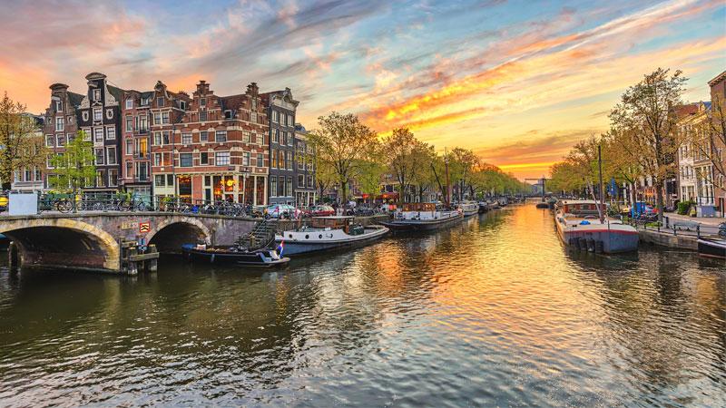 Hà Lan nằm ở phía Tây Bắc của Châu Âu
