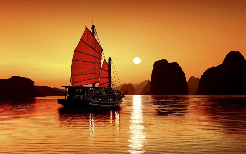 Vịnh Hạ Long có muôn vàn những địa điểm du lịch độc đáo