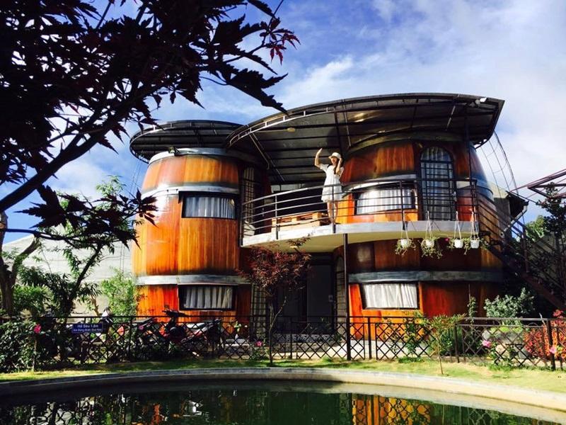 Homestay mang phong cách thùng rượu vô cùng độc đáo ở Đà Lạt