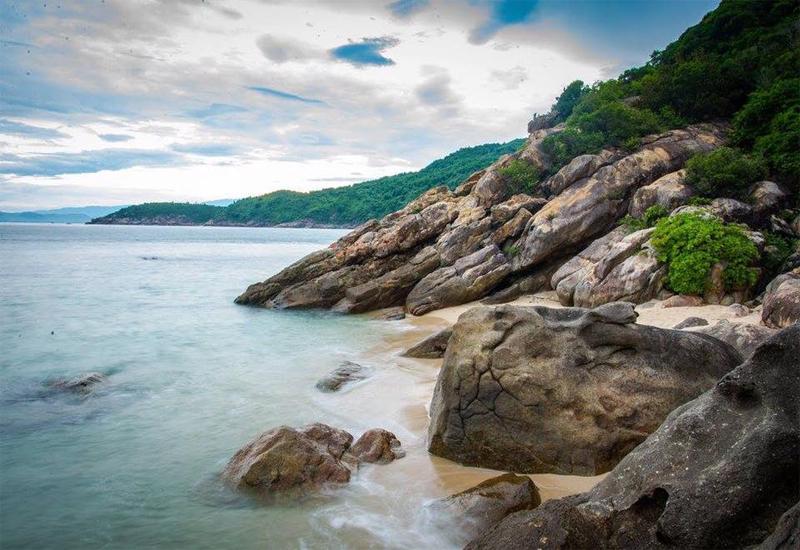 Khung cảnh đảo hòn Chảo hoang sơ