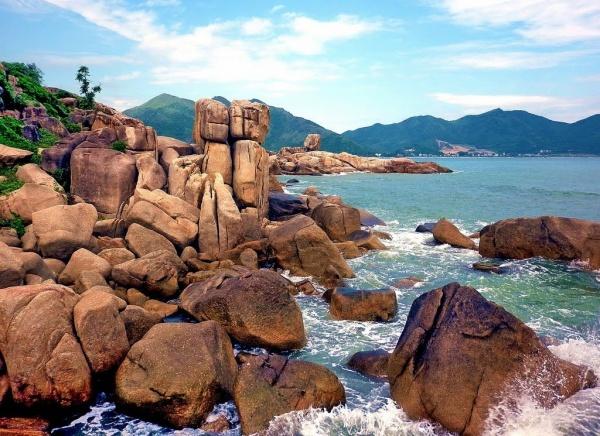 Đi khám phá Hòn Chồng - Hòn Vợ ở Nha Trang