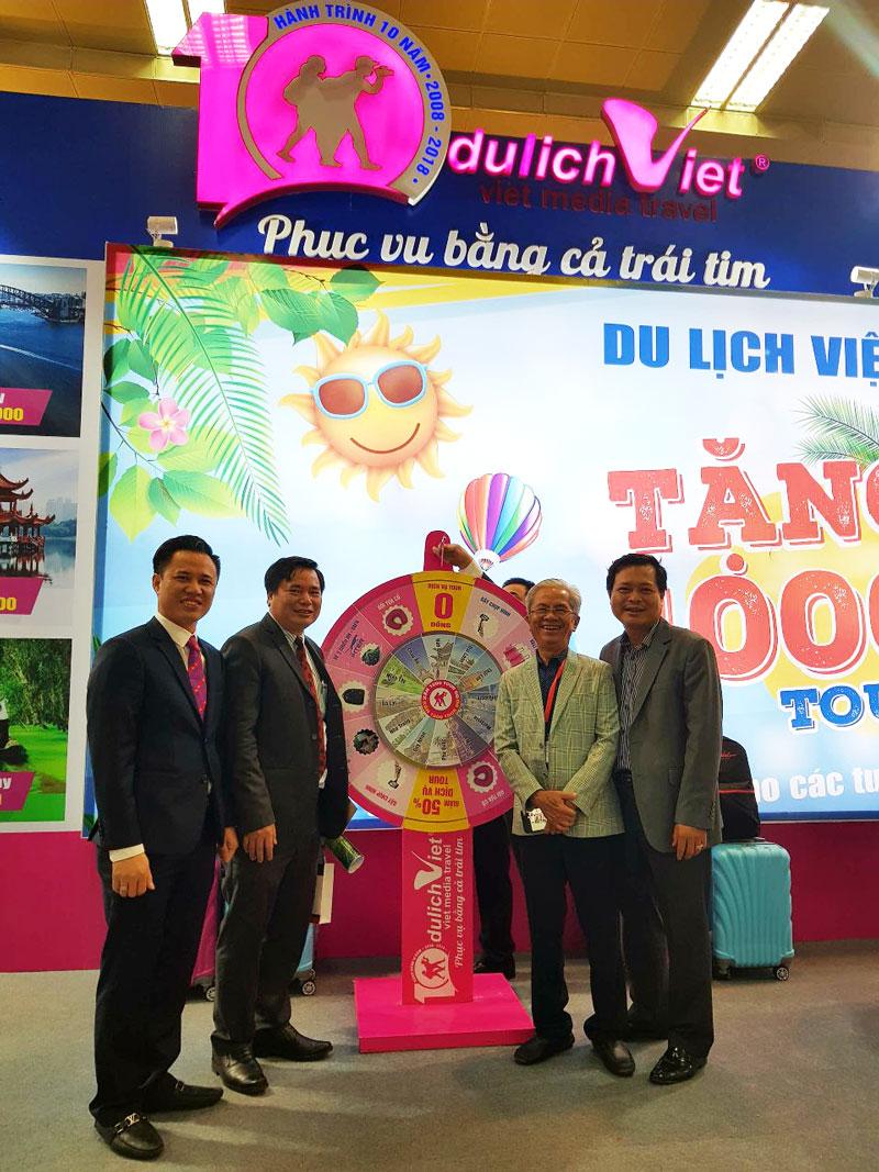 Không khí sôi động tại gian hàng Du Lịch Việt - Hội chợ VITM 2018