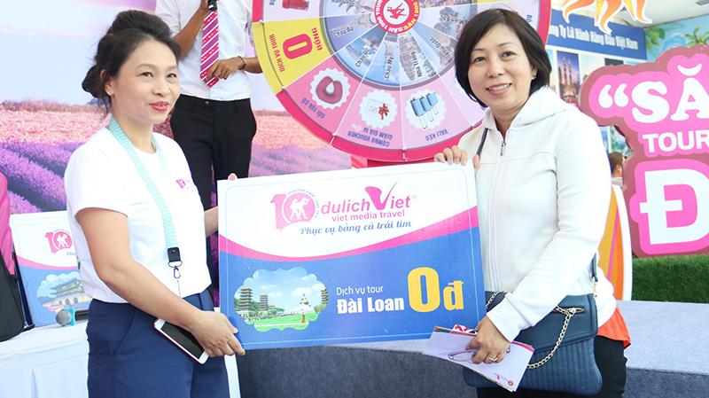 Chúc mừng khách hàng trúng Tour 0 đồng tại Ngày hội du lịch Tp HCM
