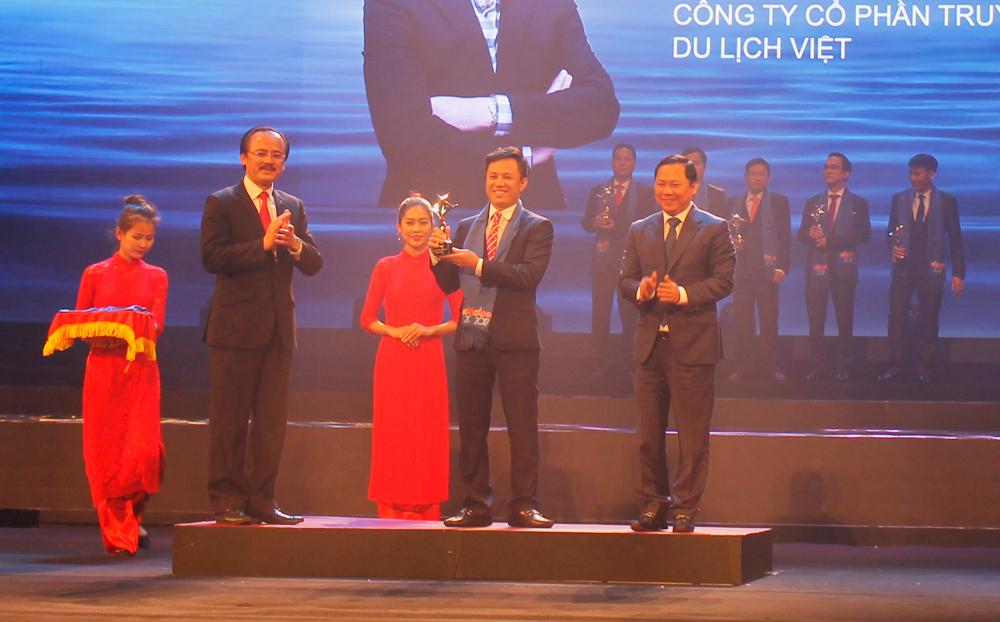 TGĐ Trần Văn Long đón nhận giải thưởng Doanh Nhân Trẻ Việt Nam Tiêu Biểu 2017