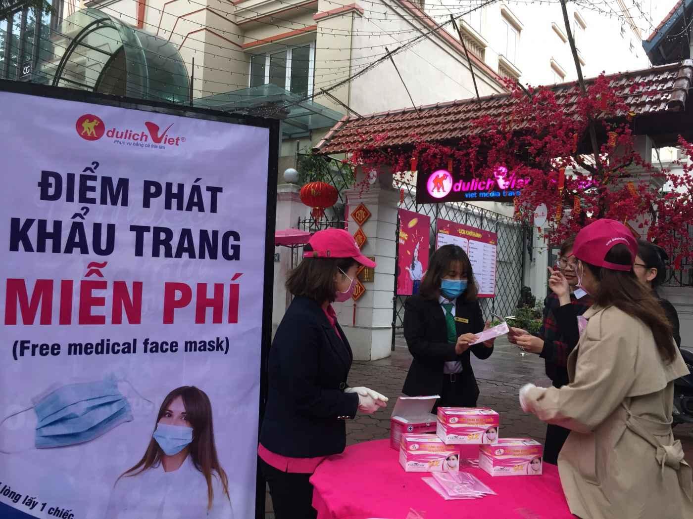 Du Lịch Việt phát miễn phí 10.000 khẩu trang tiêu chuẩn y tế cho cộng đồng