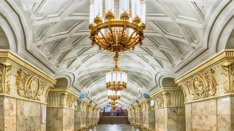Kiến trúc hoành tráng, ấn tượng của hệ thống tàu điện ngầm nước Nga