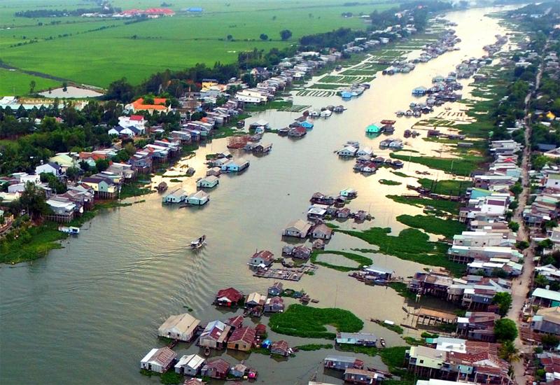 Khung cảnh làng nổi Châu Đốc vào mùa nước nổi